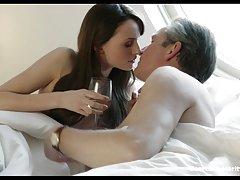 Кросс эмма бут порнография