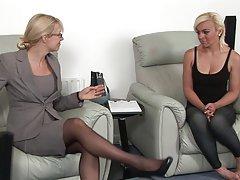 Блондинки порно украина девушки шлепала