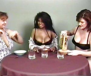 Много сиськи фото порно молодыми лесбиянки